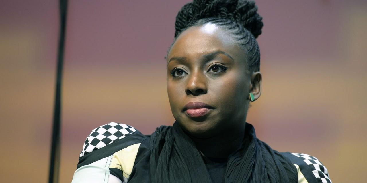 Portrait : Chimamanda Ngozi Adichie « Nigériane, féministe, noire, Igbo et plus encore »
