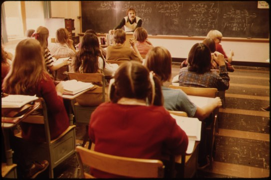 STUDENTS_AND_TEACHER_IN_A_CLASSROOM_AT_CATHEDRAL_HIGH_SCHOOL_IN_NEW_ULM,_MINNESOTA._THE_TOWN_IS_A_COUNTY_SEAT_TRADING..._-_NARA_-_558214
