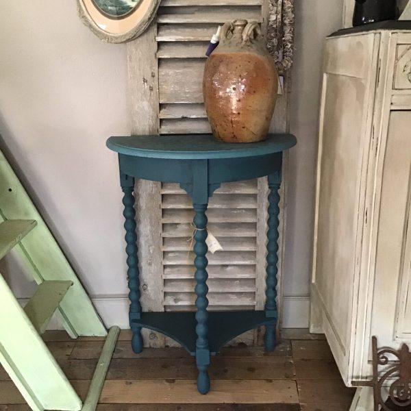 blauw halfrond tafeltje