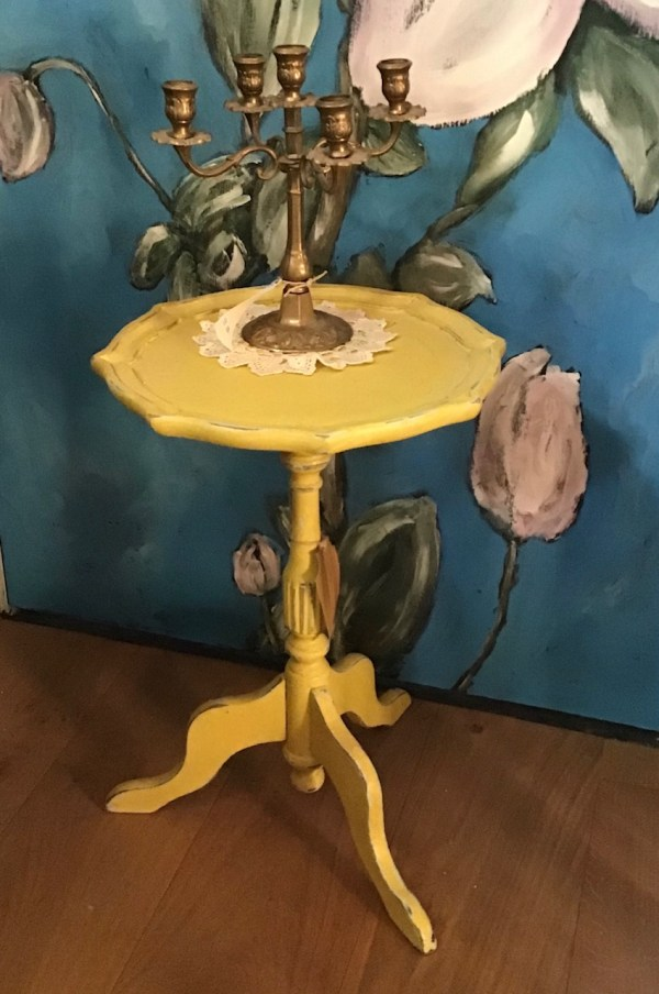 tafeltje english yellow