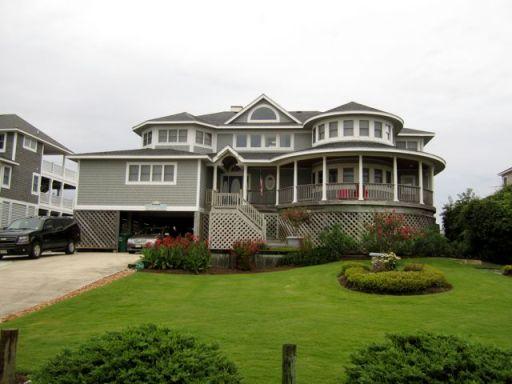 GrassyYardBeachHouse