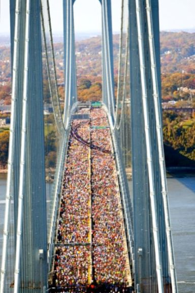 NYCMarathonRunnersOnBridge