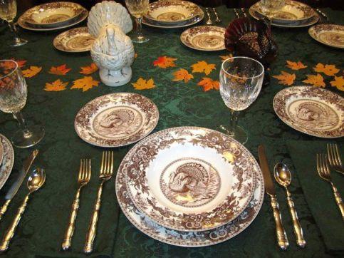 ThanksgivingDinnerSetting