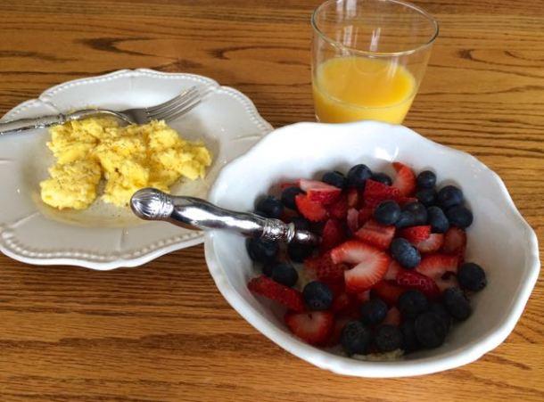 BreakfastEggsFruitOatsJuice