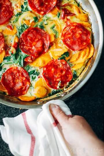 zoete aardappeltortilla met chorizo