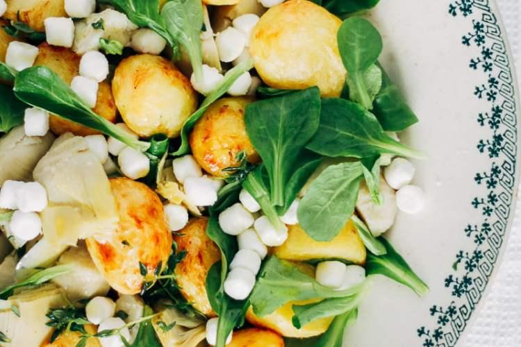 salade met citroenkrieltjes, artisjok en geitenkaas