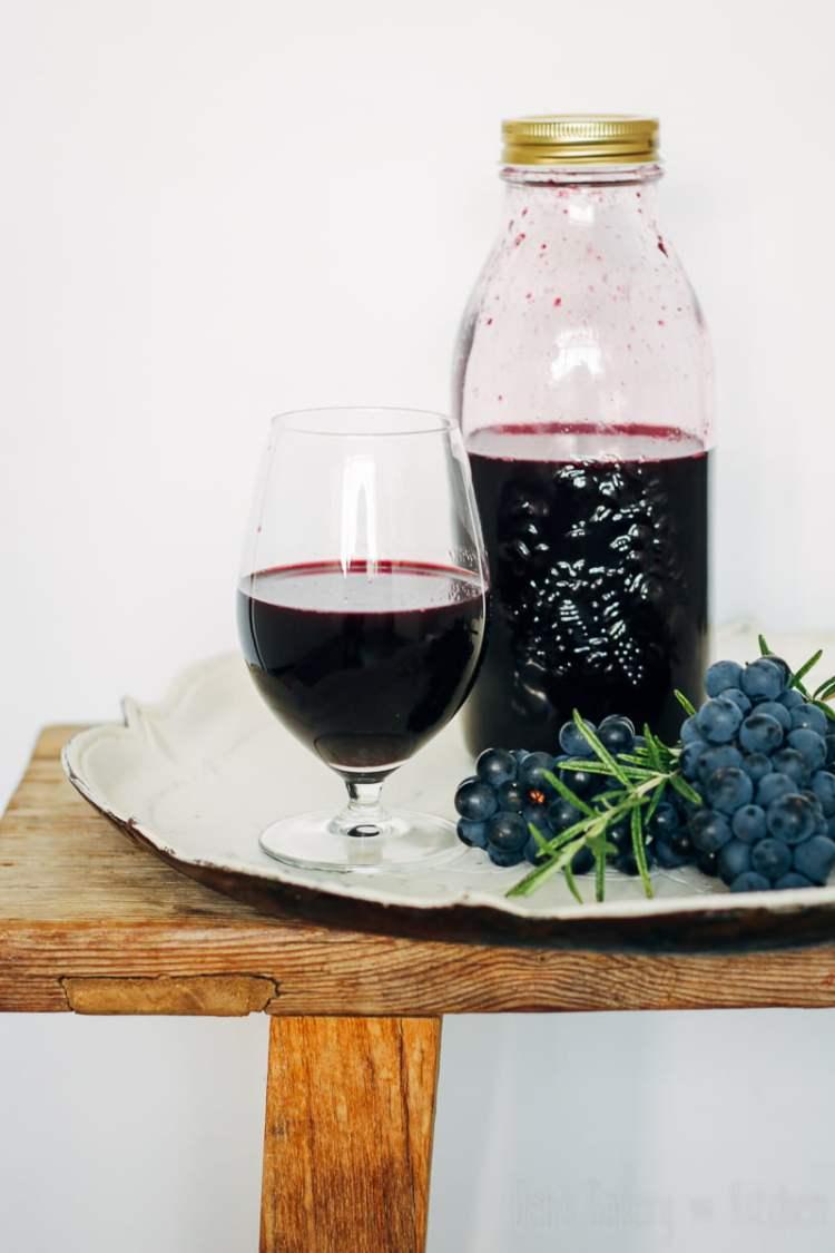 Druivensap met rozemarijn
