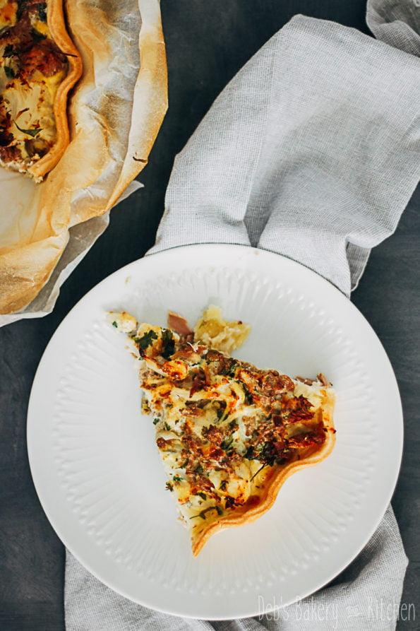 quiche met bloemkool, olijven en tonijn