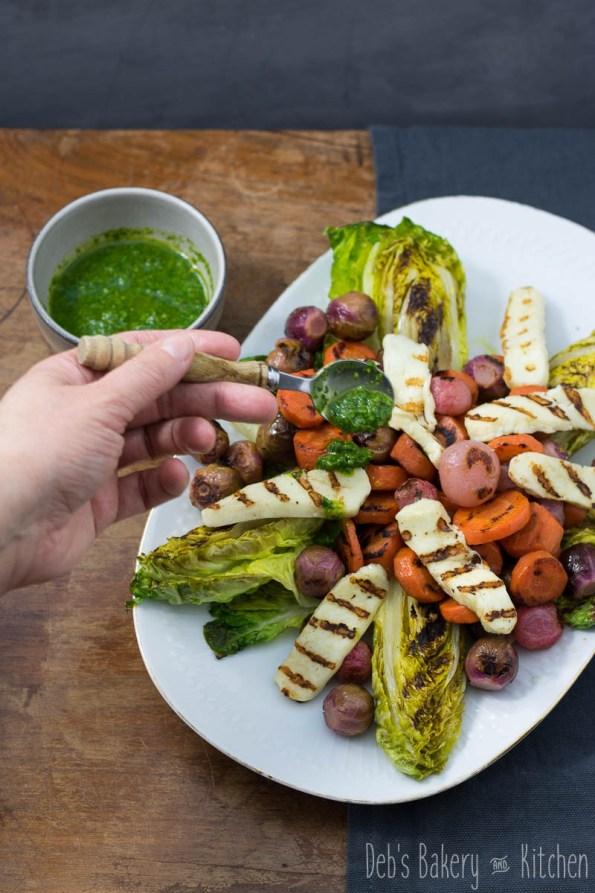 Gegrilde, gepekelde groente met halloumi en gremolata