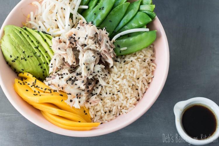 poke bowl met peultjes en makreel