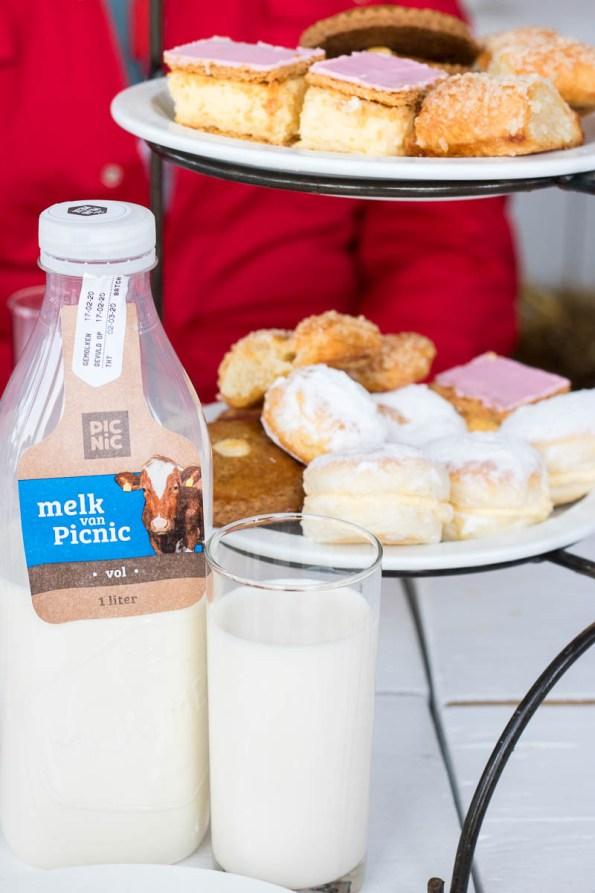 verse melk van blije koeien