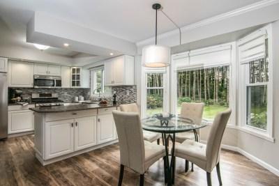 Gingeridge kitchen with eating area
