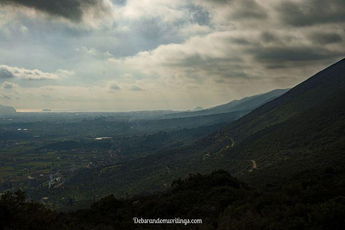 The mini mountain range runs from Katastari towards Keri.