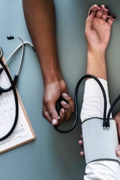 tips om te besparen op je zorgverzekering; debudgetman.nl