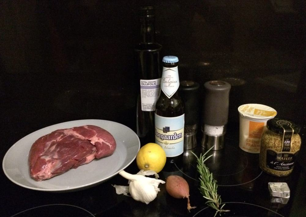 Ingrediënten Lamsbout gemarineerd in witbier en mosterd - gerookt en gegrild