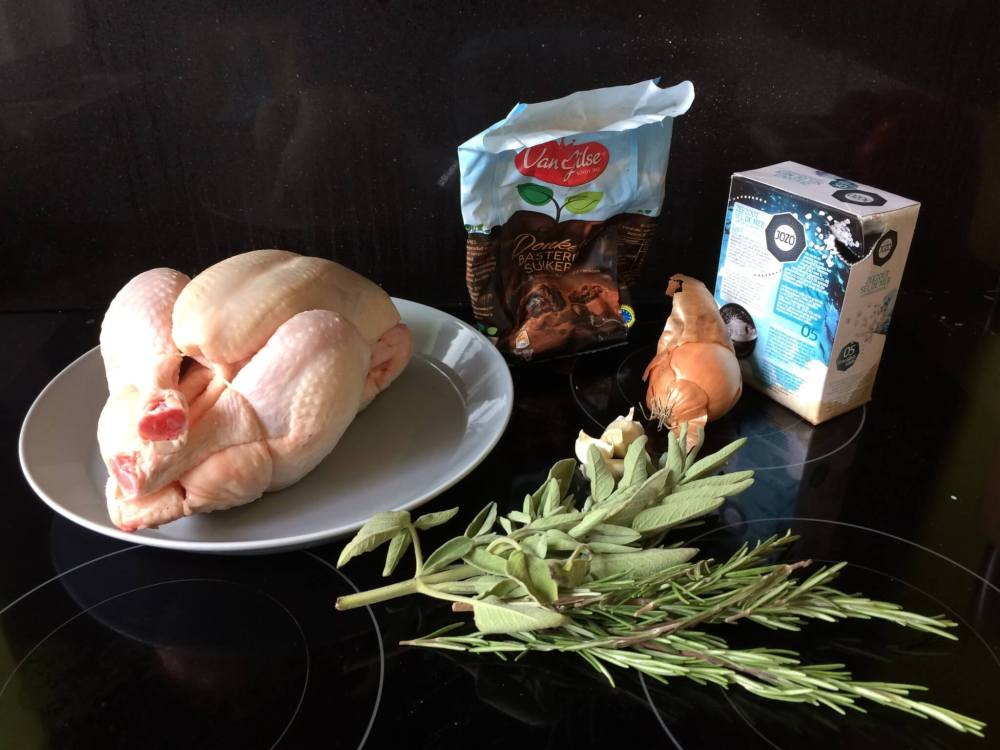 Ingrediënten langzaam gegaarde zoet-zoute kip