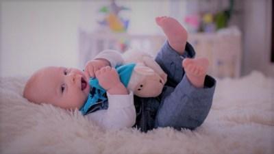 Език на тялото при бебетата – какво иска да каже детето?