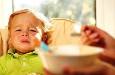 Насила ядене не става или защо не бива да карате детето да яде насила