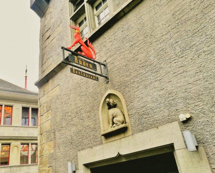 Este lugar de Zurich grita Nola, mi caballo salvaje <3