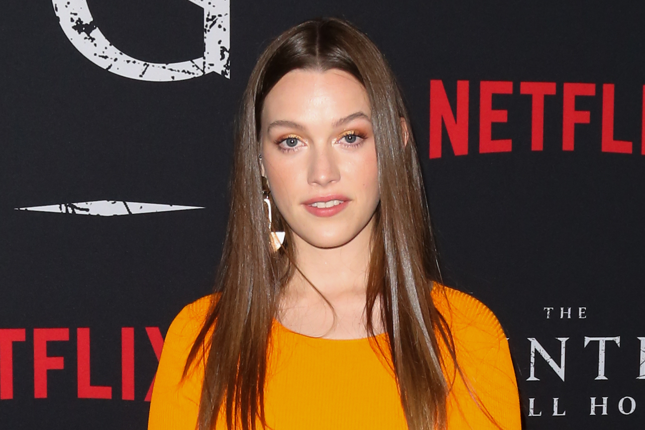 You Season 2 On Netflix Victoria Pedretti Is Your New Female Lead Decider