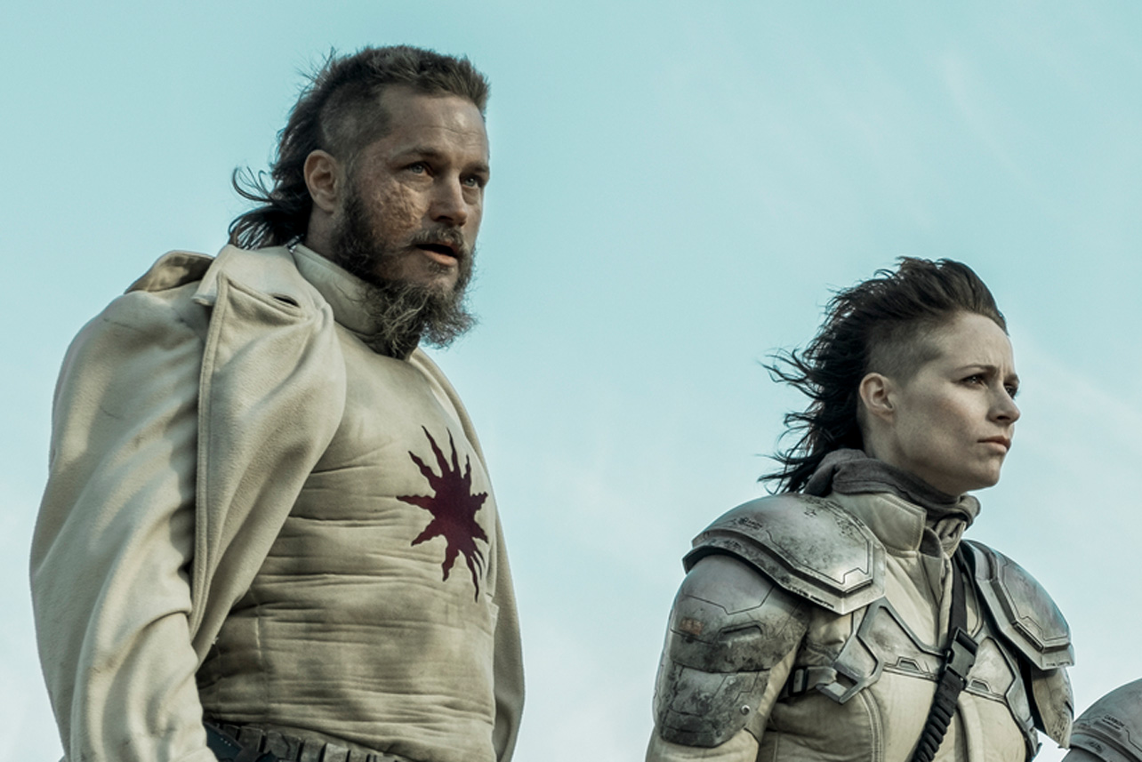 Travis Fimmel And Niamh Algar Loved Their Raised By Wolves Characters Big Twist Decider