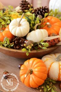 10 Thanksgiving Table Decorations To Inspire You