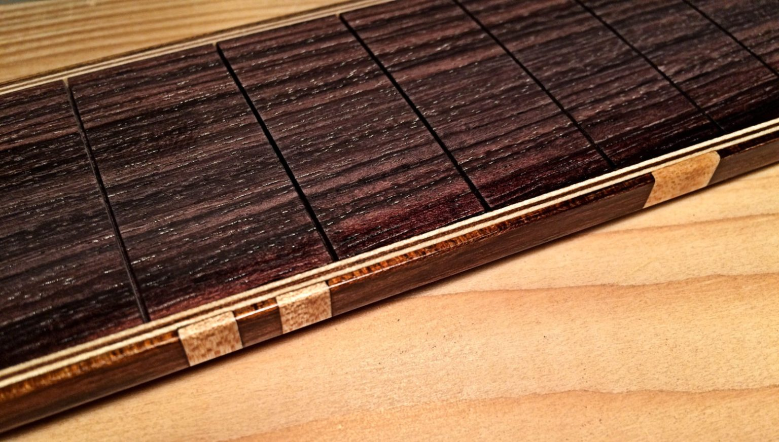 Fretmarker flamed maple