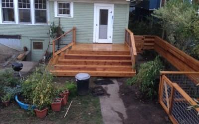 Cedar deck with hog panel railing
