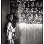 Elève au tableau, Mali, noir et blanc argentique, Jean-Pierre Devals