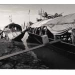 Pinasses au port de Mopti, Mali, clichés photographiques argentiques, noir et blanc, Jean-Pierre Devals