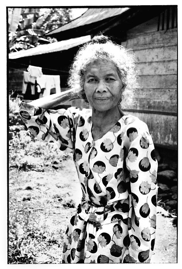 Nenek, grand-mère indonésienne, photographies argentiques, Devals