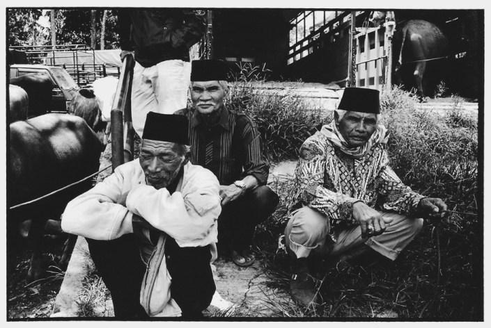 Les trois vieux, Indonésie, noir et blanc argentique, Jean-Pierre Devals