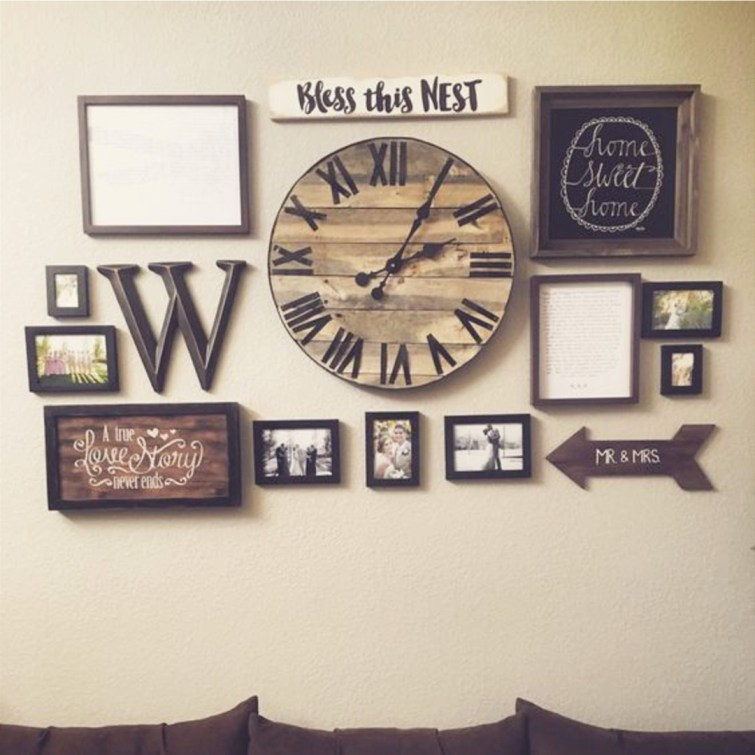 Beautiful farmhouse rustic wall decor idea - guess it would be considered a gallery wall #gallerywallideas #decoratingideas #livingroomideas #diyhomedecor #homedecorideas