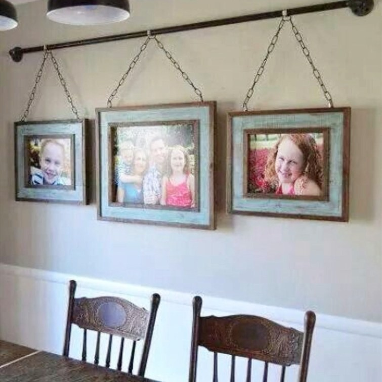 Love this simple, yet GORGEOUS, gallery wall idea in this dining room #gallerywallideas #decoratingideas #livingroomideas #diyhomedecor #homedecorideas