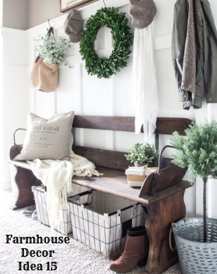 Rustic farmhouse foyer decorating idea - Clutter-free Farmhouse Decor Ideas