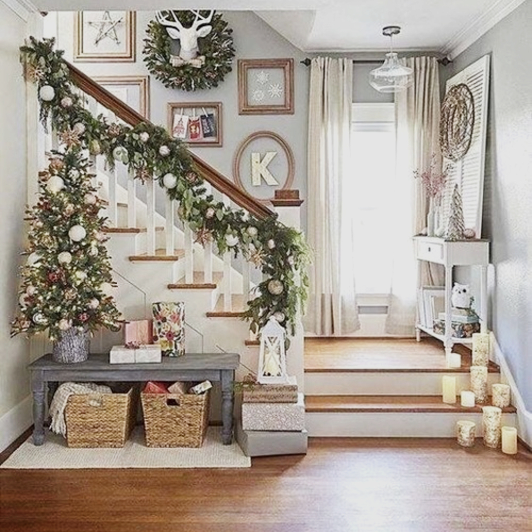 Foyer Decor Idea For Christmas   Love This Small Entrway Decorating Idea!  #foyerdecorideas #