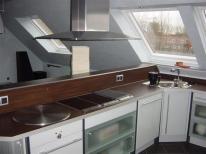 Küche mit Tepanplatte und Lavagrill