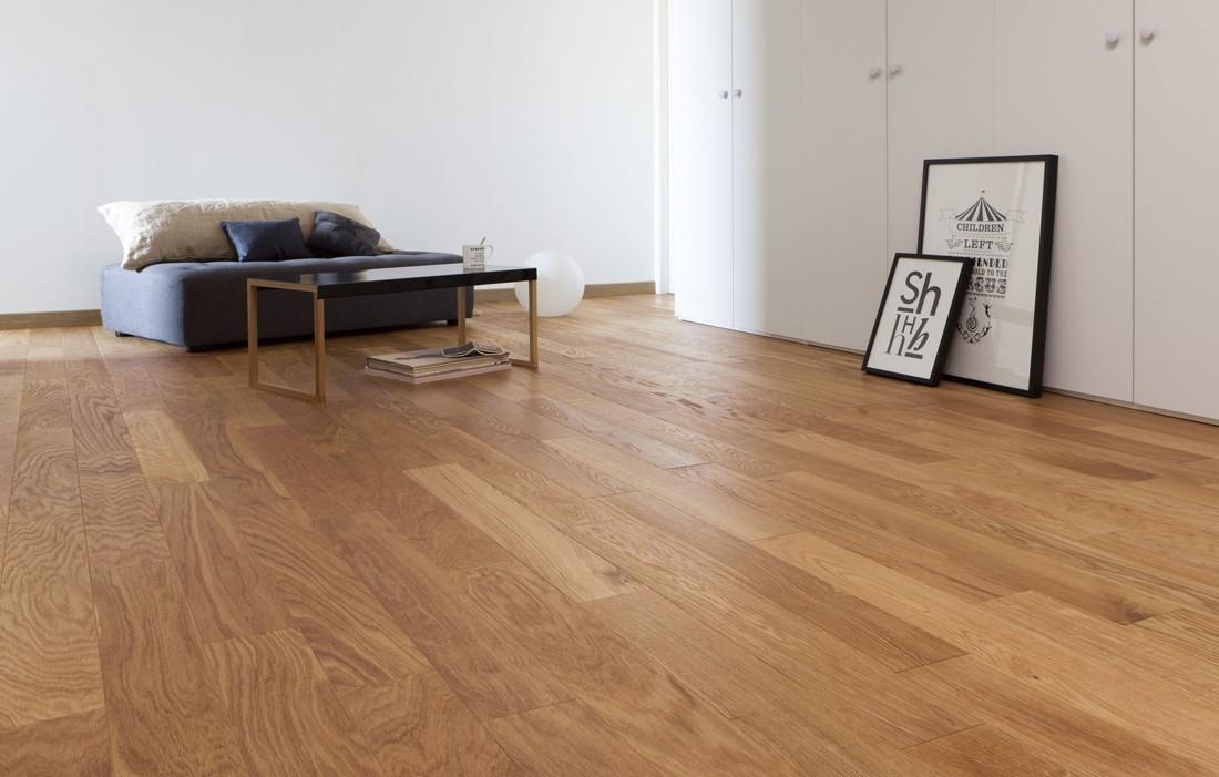 Drewniany parkiet - lakierować czy olejować?