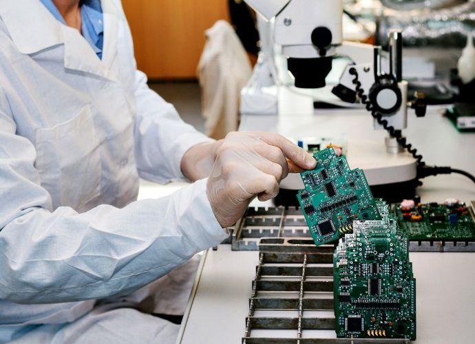 Usługi montażu kontraktowego na zlecenie mocno rozwinęły produkcję w Polsce