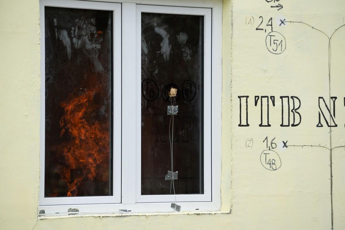 Bezpieczny pożarowo szkieletowy dom drewniany