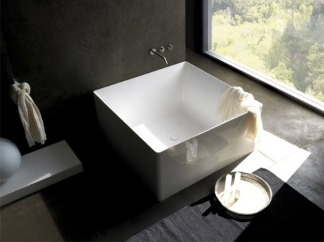 Minimalist-square-bathtub-by-Colacril-2-554x415