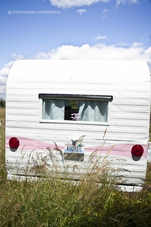 une caravane girly vintage decocrush. Black Bedroom Furniture Sets. Home Design Ideas