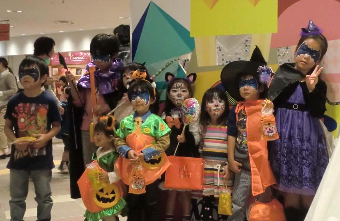 横浜ポルタ・ハロウィンパレード フェイスペインティング・ワークショップ