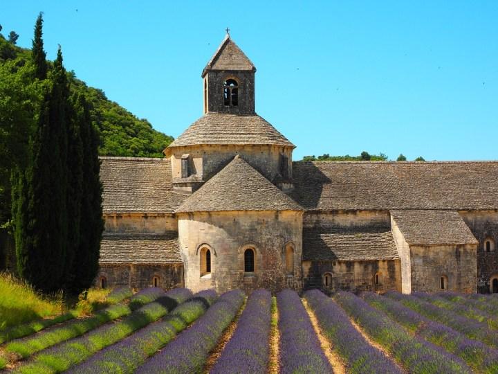 L'église de l'abbaye cistercienne Notre-Dame de Sénanque.