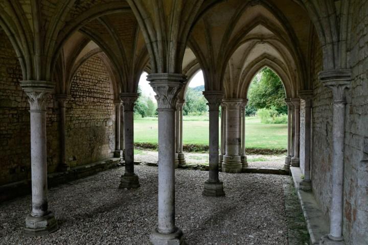 Salle capitulaire de l'abbaye de Fontaine-Guérard