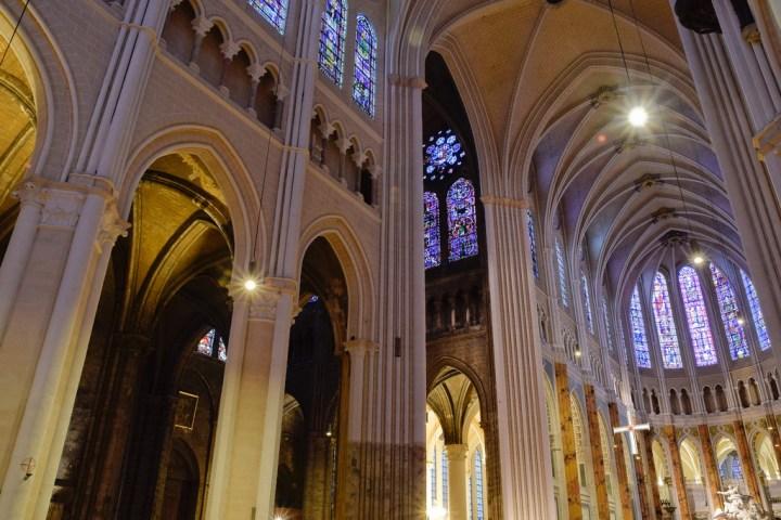 L'intérieur de la cathédrale Notre-Dame de Chartre