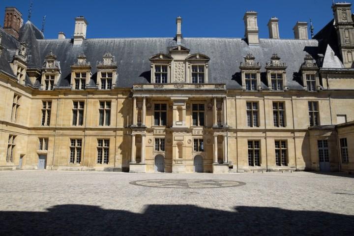 Château d'Ecouen et ses colonnes de l'ordre géant (sur 2 niveaux)
