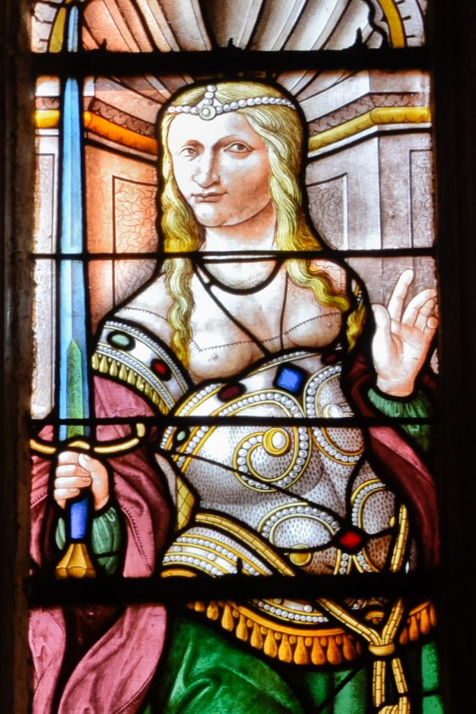 vitrail d'une sibylle dans la cathédrale d'Auge
