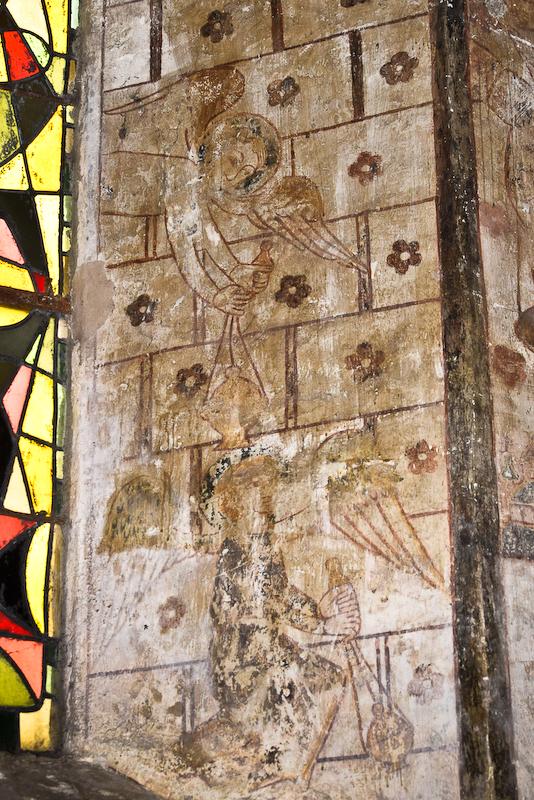 Peintures représentant des anges agitant des encensoirs