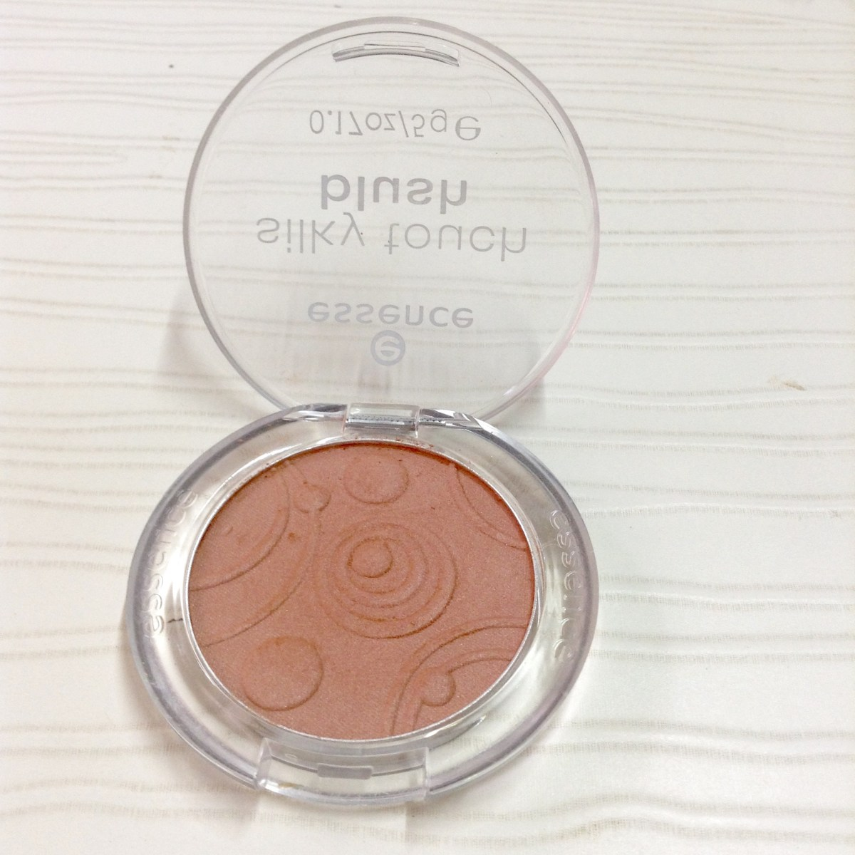 Essence Silky Touch Blush in Shade 40 Natural Beauty Review, Swatch